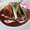 料理メニュー写真季節の野菜とお肉のカレー サラダ付き