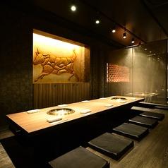 【簾で仕切られた半個室席(8~20名様)】8名様~のご宴会にしっかりとしたプライベート空間をご用意致します。