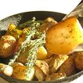 料理メニュー写真ガーリックポテトのオーブングリル