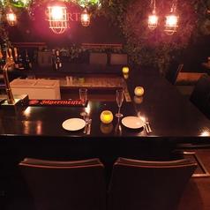 【夜は雰囲気たっぷり★】暗くなると間接照明でちょっぴり落ち着いた雰囲気に。2名様からの特別なコースもあるので夜カフェや女子会にもぴったり!