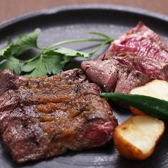 料理メニュー写真北海道産牛ヒレ肉と牛サガリの2種盛り合わせ