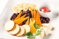 おすすめチーズ&ドライフルーツのプレート