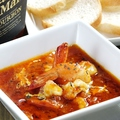 料理メニュー写真プリプリ海老とタコのガーリックトマトソース煮(バケット付)