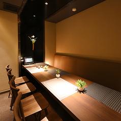 【5~8名様完全個室(テーブル)】おしゃれなテーブル席は女性やカップルにお喜び頂けます。静かで落ち着いた空間はデートや女子会にもぴったり。大人の雰囲気をごゆっくりお楽しみ頂けます。