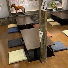【2階】足をおろして寛げる掘りごたつ席。会社宴会、女子会、同窓会、ご友人とのちょっとした集まりにも最適。