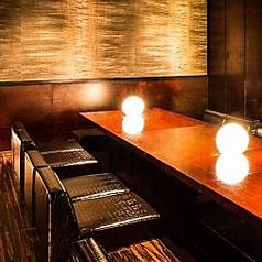 洗練されたデザイナーズ個室は、女子会やデートにもぴったり!周囲を気にせず、皆様だけの時間をお過ごしいただけます。接待のご利用にもおすすめの空間です。プライベートな空間で特別な時間をお愉しみください。