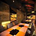 ≪ ≪業者による一斉消毒・殺菌を実施し、壁やテーブルなどを抗菌処理≫ ≫テーブル席(個室)モダンな雰囲気の個室は、少し照明を落としてお洒落なプライベート空間を演出しています。