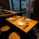 落ち着いた雰囲気で心地よいテーブル席は、3~4名様までご利用いただけます。女子会や会社宴会に!