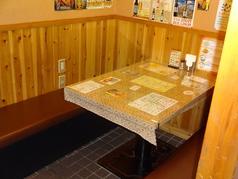 ご家族でもゆったり座れるテーブル席も御用意しております。お子様も大歓迎!ぜひ皆様お誘いあわせの上ご来店ください!