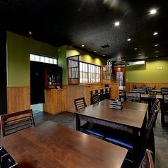 広々としたテーブル席をご用意しております。地元食材を使った朝会席膳や贅沢な昼会席膳をゆったり味わうことができます。