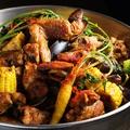料理メニュー写真鶏もも肉と魚介のケイジャンチキンローストアメリケーヌソース