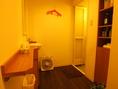 シャワー室の更衣室は広々空間です。