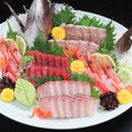 料理メニュー写真宮古から直送される旬の魚介類で作る、鮮魚の刺し盛り!