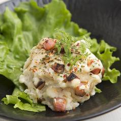 料理メニュー写真ベーコンチーズの炙りポテトサラダ
