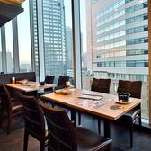 窓際のお席はランチ、ディナー共に人気