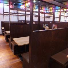 シーンに合わせてお席をカスタマイズ可能な仕切られた空間。