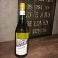 充実のWineラインナップ♪白ワイン12本。飲みやすいと定評のフルーティーも充実の3種類♪