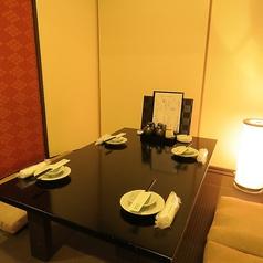 足を伸ばしてゆったりとお食事をお楽しみいただけるお座敷席もございます。