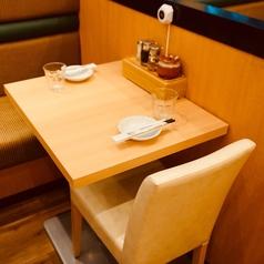 テーブル席【2名席】のご用意もあります。※席のみ予約OK。お電話でご予約ください。