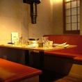落ち着いた雰囲気の奥側テーブル席