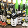 北海道産のうちにしかない日本酒を酒蔵直送でご用意させていただいております。また、地酒蔵の店名通りお酒にこだわり酒器、飲み方【塩と日本酒を一緒に出すなど】、目の前でお注ぎし、お客様の五感を刺激する提供を行っています。是非ともご賞味ください。