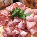 料理メニュー写真4種類の肉盛り~生ハム・コッパ・サラミ・モルタデッラ~(フル) ※ハーフ950円もあります。