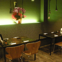 テーブル席は4名席×3、6名席×1★