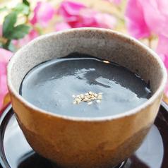 料理メニュー写真自家製とろけるプリン~黒胡麻ソースかけ~
