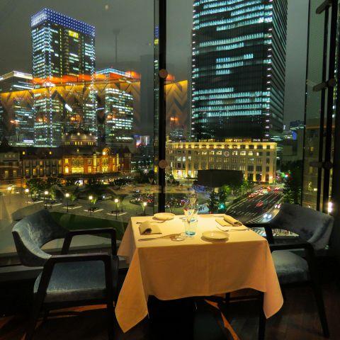 東京駅を一望できるお席はデートに最適です。