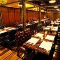 お仕事の打ち上げや、会議後の飲み会、同期や部署の皆さんとの飲み会など、大人数でお集まりの際は複数のテーブルを繋げてセッティング!貸切パーティのご利用にもおすすめの空間です。