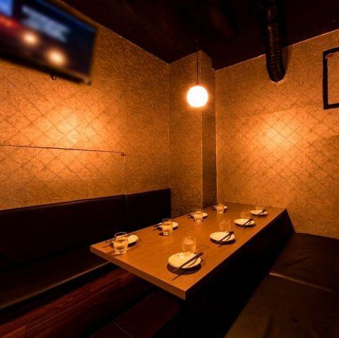 4名~8名様個室。女子会や合コン、小飲み会にピッタリ!その他にも少人数~大人数、貸切のありとあらゆるニーズにも幅広く対応できる個室をご用意しております。まずは店舗へお問い合わせいただき、ご要望をお申し付けください。