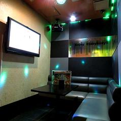 ◆変化するライティングで盛り上がれる個室◆≪ライティングルーム≫楽曲に合わせて照明が変化!きらきらライティングがカラオケを一層盛り上げます!