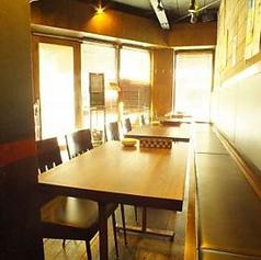 【団体向け】テーブルをつなげれば団体向けのお席になります!!貸切など、二次会などのご利用にも◎最大20名様まで。(少し座る席が狭くなる場合もございます。)