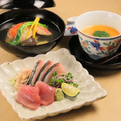 割烹スタイルの小料理屋!季節の食材をふんだんに使い、様々な料理を提供いたします。