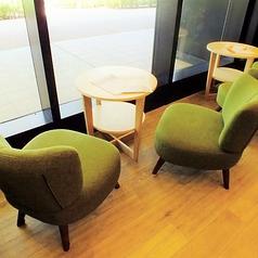 【気心知れた友人とゆったりディナー or ランチを♪】ゆっくり寛いでお話するのに最適なソファー席!外を眺めながらお食事をお楽しみいただけます。ランチメニューは880円~(税抜)豊富にご用意しております!お仕事途中の息抜きにS PRESS CAFEはいかがでしょうか?お気軽にご来店くださいませ☆