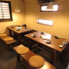 2名様~4名様 喫煙可2~4名様×4卓。最大20名様まで利用可能。4名様で座られても広々としたテーブル席になっています。一軒家の居酒屋ならではの雰囲気をお愉しみ下さい!
