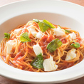 【横浜】ラパウザは気軽に入れるイタリアンレストランです。自慢のピッツァは高温窯で焼き上げおりますので、イタリアの味を楽しめます。上質なパスタ、チーズにオリーブオイル、イタリア直輸入のトマトを使ったソースなど、本場の素材を味わえます。パーティーコースは、リーズナブルな価格でご利用いただけます。