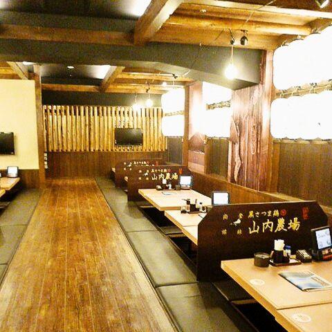 ゆったりと配置された席は木目を基調とした優しい雰囲気で、ついつい料理もお酒も進みます※画像は系列店