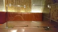 【コロナ対策】テーブル席に透明の仕切を設置しました。