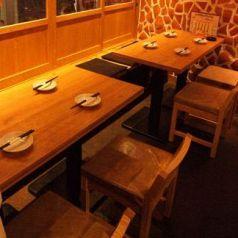 チョイ飲みに最適♪なテーブル席もご用意しております