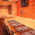 白イスと木目調の壁・テーブルで統一された、落ち着いた店内は最大宴会は20名様までです!貸切も承っております。ご利用人数やコースなど詳細は店舗までお気軽にお問い合わせください!ご予約はお早めに!!