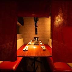 のれんを垂らすとそこはプライベート空間。心置きなくお食事を楽しんで頂きます。詳しくはお問合せください。