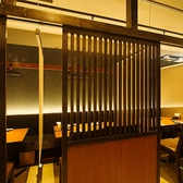 カーテンで仕切れる半個室席