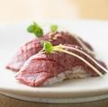 料理メニュー写真厳選牛の炙り握り大トロ2貫