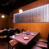 少人数様のテーブル席。貸し切りも!新宿エリアで人気の完全個室居酒屋TOTORIKOは、3時間飲み放題付きで2480円~のコース料理を提供しております!仲の良いお仲間と、会社の皆様とどうせ飲むなら飲み放題付きコースで値段、費用を気にせずお楽しみください!