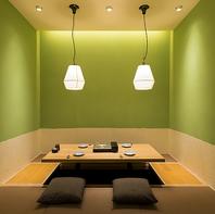 和モダンでお洒落な個室は掘りごたつ式でゆったり寛げる