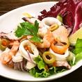 『魚介類のセビーチェ』  魚×野菜でさっぱりと!新鮮な生の魚介を柑橘の果汁で〆て、フレッシュな野菜や果物と和えたもの!美味しくてヘルシーな一品です!
