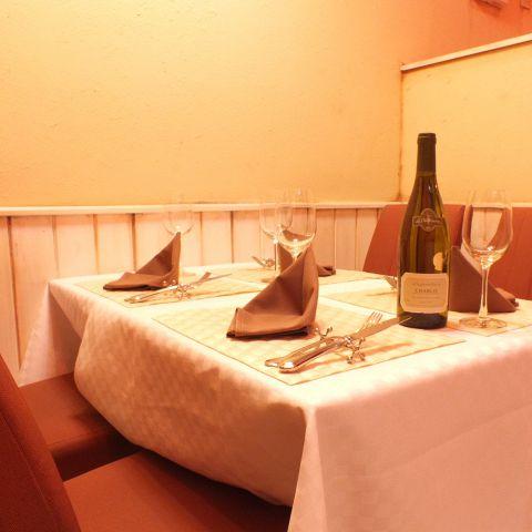 お客様の要望により席は動かすことができます。