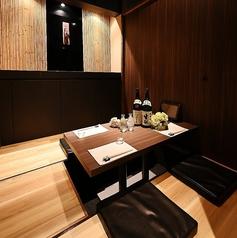 【2~4名様完全個室(掘りごたつ)】掘りごたつ席でご用意しておりますので、足元楽々でお食事をお楽しみ頂けます◆駅近で宴会に◎くつろぎ空間で本格天ぷら料理をお愉しみください。