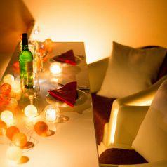 全席が白革ソファーのラグジュアリ空間♪人気のカップルシートは予約必須!~新宿 完全個室イタリアン Ark Lounge新宿西口駅前店~